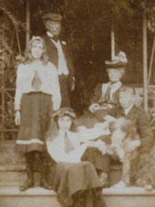 Fiffy, Henry, Molly, Florence and Wilmot Evans, The Lawn, Hagley, Sep 1906