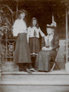 Molly, Fiffy and Florence Evans, The Lawn, Hagley, Sep 1906