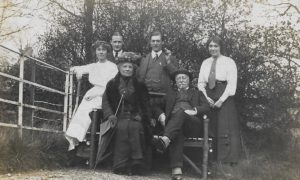Molly [Evans], ?, Florence [Evans], Ernie [Grosvenor], Henry [Evans] and Fiffy [Evans], The Lawn, c. 1914