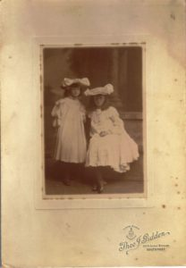 Phyllis and Pamela Gartside-Tipping about 1905