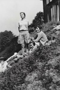 Jill, Pamela, Hazel and Hélène Cordier at the Cadbury's House, W Malvern, 1936
