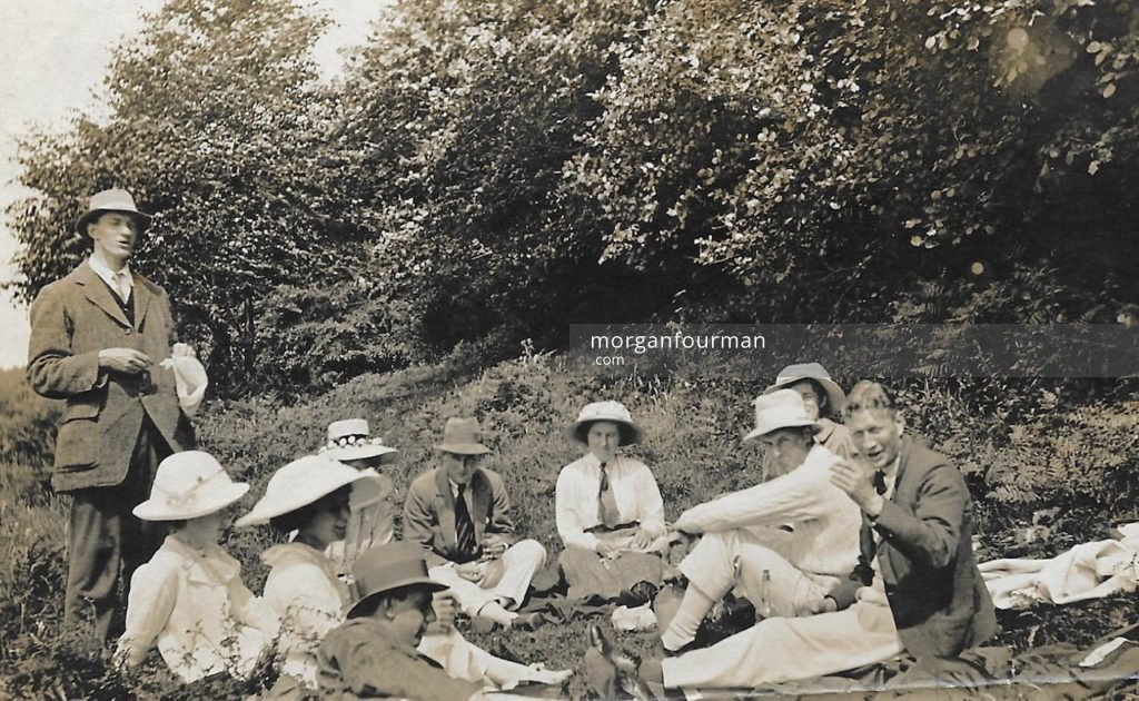 Picnic, 14 Aug 1915. Wilmot is far right