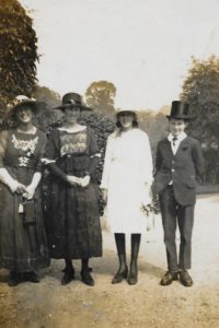 (l to r) Kathleen Webster (?), Daisy Grazebrook, with children Nancy and Jack