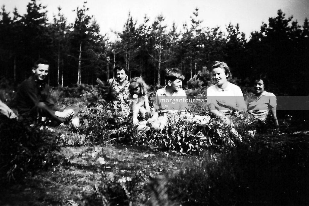 Picnic on the Heath, 26 Aug 1944. From l-r: Oliver Kirby, Jane Morris, Sally & Christopher Arkell, Pamela Downing, Joy Edwardes. Margaret Bonser took the photograph