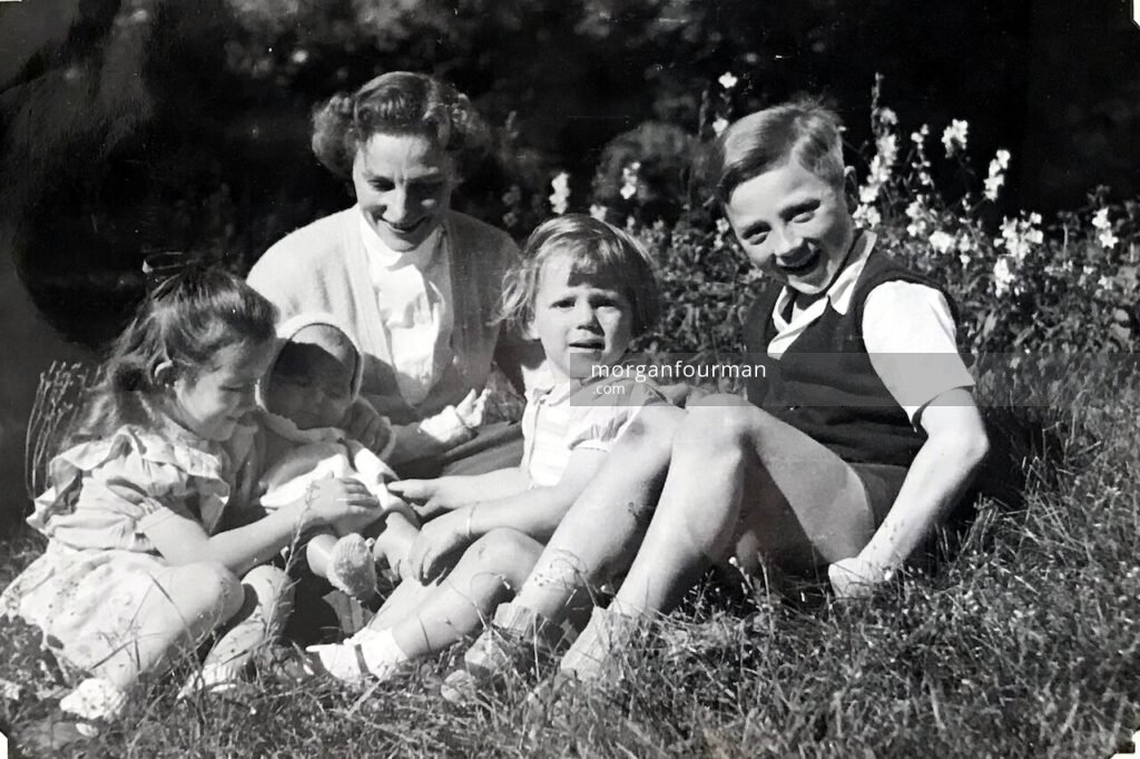 Hélène Fruytier with her children, Paris, c. 1950