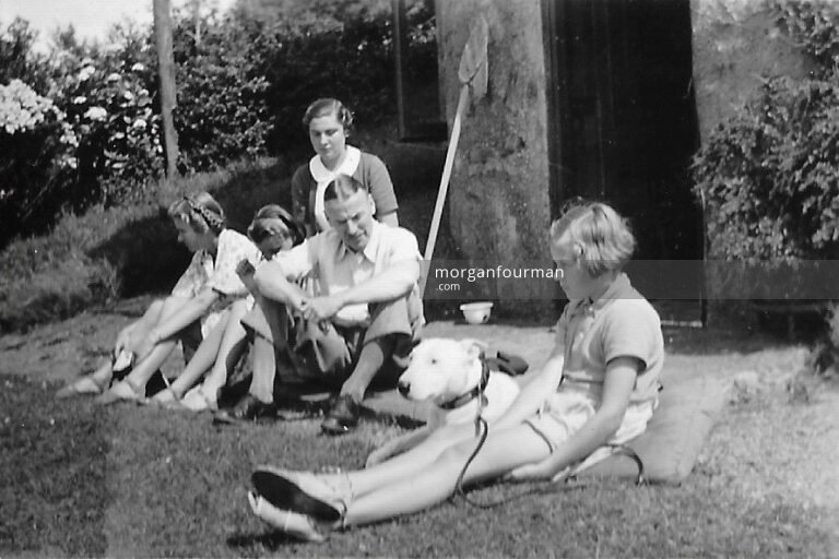 Colette Rastit with Downing family (l-r): Pam, Hazel, Colette, Noel, Jill, Harlech, Aug 1938
