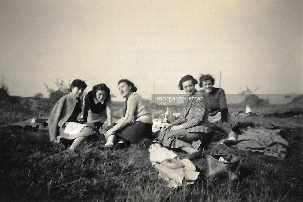 Hélène Cordier (2nd left), picnic in Tournus, 21 Oct 1938