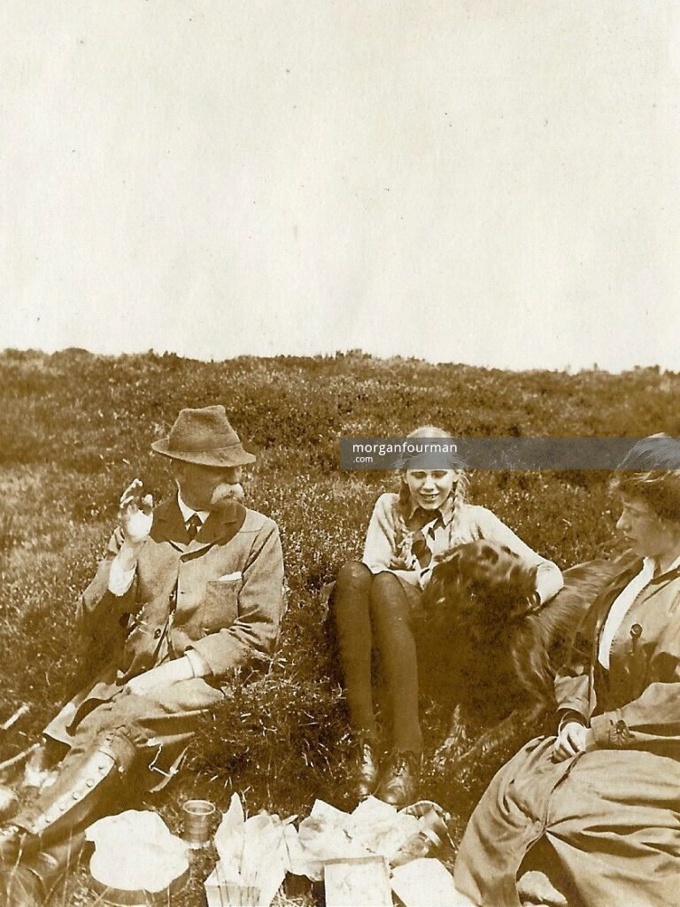 Nancy Grazebrook with W.E. and Mary Downing, Beacon, 1 Jul 1917