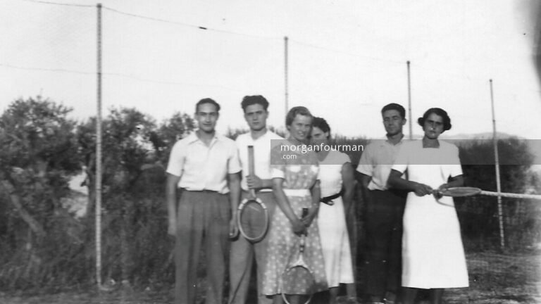 Tennis at La Bastide: Pam (c) and Simone (r), Marseille, 11 Sep 1938