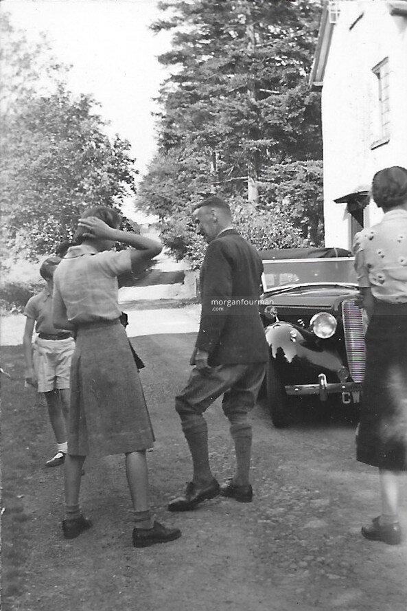 Picnic, 29 May 1939: Jill, Hazel, Noel and Pam